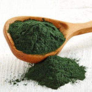 spirulina-algae-powder-wooden-spoon-white-wooden-background-48986378
